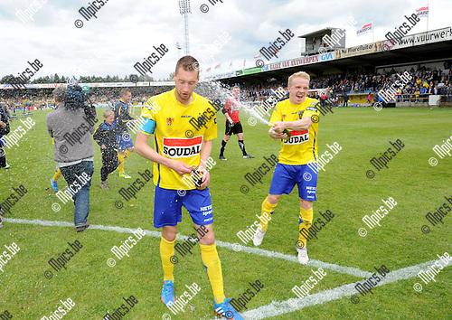 2014-04-27 / Voetbal / seizoen 2013-2014 / KVC Westerlo kampioen in tweede klasse /  Kevin Geudens (l.) met Laurens Paulussen<br /><br />Foto: mpics.be