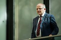 Berlin, Der Präsident des Parlaments der Republik Kroatien, Josip Leko steht am Freitag (07.06.13) im Bundesrat vor der Abstimmung über den EU-Beitritt von Kroatien auf der Besuchertribühne. Der Bundesrat stimmte für die Aufnahme Kroatiens als EU-Mitglied. Nach zehnjährigem Aufnahmeverfahren soll das Land am 1. Juli als 28. Mitglied in die EU aufgenommen werden. Foto: Steffi Loos/CommonLens