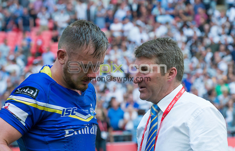 Picture by Allan McKenzie/SWpix.com - 27/08/2016 - Rugby League - Ladbrokes Challenge Cup Final - Hull FC v Warrington Wolves - Wembley Stadium, London, England - Warrington coach Tony Smith consoles Paul Currie after his side's loss to Hull FC in the Ladbrokes Challenge Cup final.