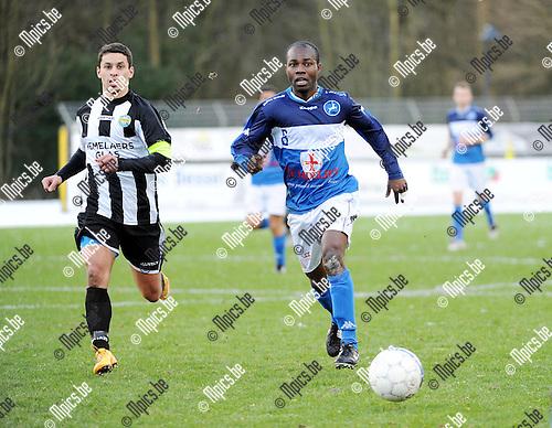 2016-01-17 / Voetbal / Seizoen 2015-2016 / FC Turnhout - Thes Sport / Aziz Moutawakil met Dani&euml;l Owusu (r. Turnhout)<br /><br />Foto: Mpics.be