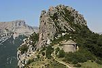 Chapelle de San Juan y San Pablo sur le promontoire du village de Tella. Pyrénées centrales. Parc national D'ordesa et du Mont Perdu. Patrimoine mondial de l'Unesco. Espagne.The Spanish Pyrenees. Spain.