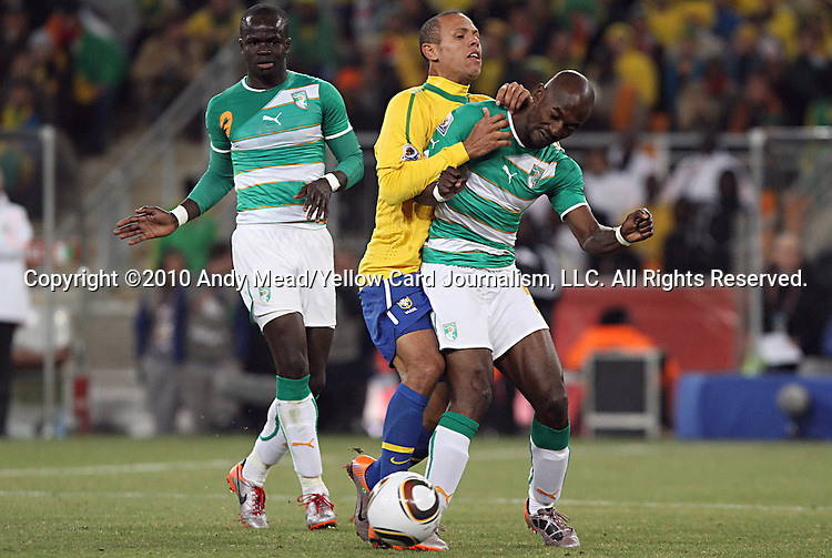 20 JUN 2010:  Luis Fabiano (BRA)(center) and Didier Zokora (CIV)(right) compete for a loose ball as Ismael Tiote (CIV)(9) looks on.  The Brazil National Team defeated the C'ote d'Ivoire National Team 3-1 at the end of the first half at Soccer City Stadium in Johannesburg, South Africa in a 2010 FIFA World Cup Group G match.
