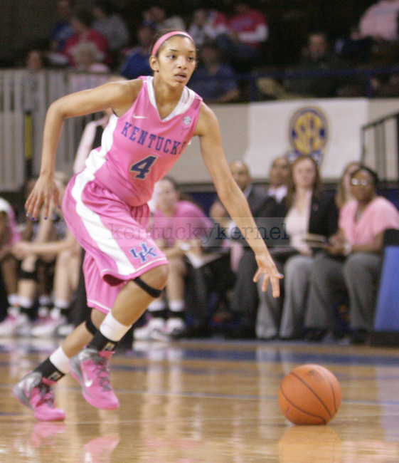 UK guard Keyla Snowden brings the ball up court during the second half of the UK Women's basketball game against Vanderbilt on 2/20/12 at Memorial Coliseum in Lexington, Ky. Photo by Quianna Lige | Staff