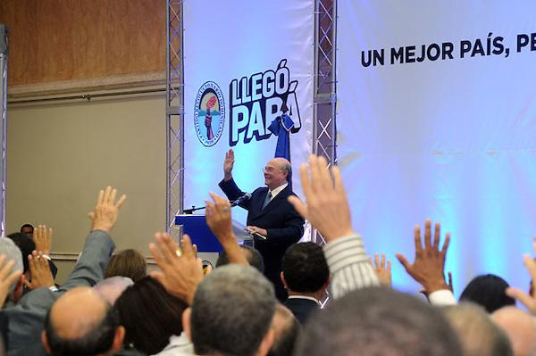 Acto de Juramentacion del Comando de Campaña del candidato Presidencial Hipolito Mejia por el Partido Revolucionario Domimnicano en el hotel dominican Fiesta hoy viernes 9/9/11.