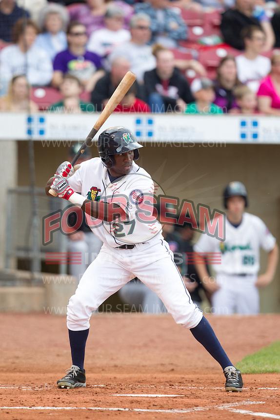 Cedar Rapids Kernels outfielder Jeremias Pineda #27 bats during a game against the Kane County Cougars at Veterans Memorial Stadium on June 8, 2013 in Cedar Rapids, Iowa. (Brace Hemmelgarn/Four Seam Images)