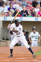 Cedar Rapids Kernels outfielder Jeremias Pineda #27 bats during a game against the Kane County Cougars at Veterans Memorial Stadium on June 8, 2013 in Cedar Rapids, Iowa. (Brace Hemmelgarn/Four Seam Images)