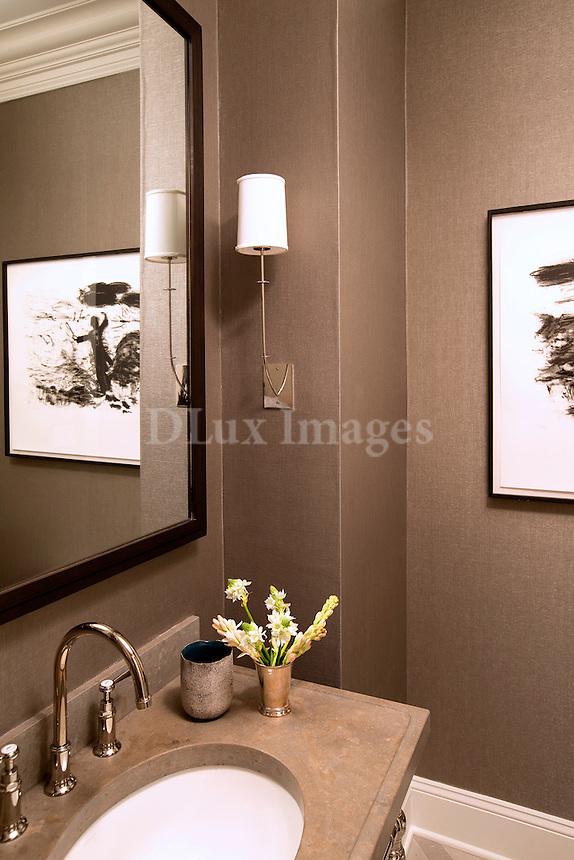 Bathroom with chocolat walls