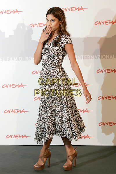 EVA MENDES (wearing Oscar de la Renta dress & Prada shoes).Photocall for 'Last Night', Rome International Film Festival, Rome, Italy.October 28th, 2010.full length dress black white grey gray print brown platform sandals shoes hand blowing kiss side.CAP/PE.©Peter Eden/Capital Pictures.