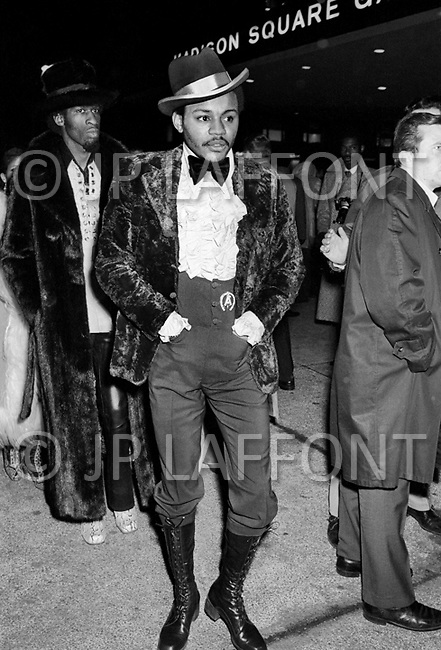 Manhattan, New York City, NY. March 8th, 1971.  <br /> Boxing fans exhibiting theIr eccentric clothes before the beginning of the first match between Muhammed Ali and Joe Frazier.