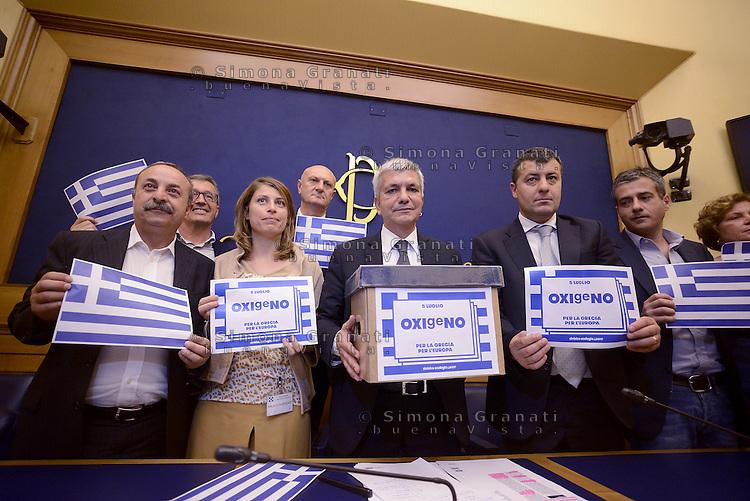 Roma 2 Luglio 2015<br /> Sinistra ecologia e Libert&agrave; in conferenza stampa per presentare le iniziative in sostegno al referendum greco.<br /> OXIgeNO.<br /> Elisabetta Piccolotti, Nichi Vendola, Arturo Scotto ed altri parlamentari.