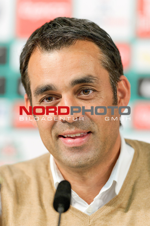 28.05.2013, Weserstadion, Bremen, GER, 1.FBL, Werder Bremen Vorstellung Robin Dutt, im Bild Robin Dutt (Trainer Werder Bremen)<br /> <br /> Foto &copy; nph / Frisch