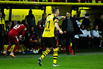 10.11.2018, Signal Iduna Park, Dortmund, GER, 1.FBL, Borussia Dortmund vs FC Bayern M&uuml;nchen, DFL REGULATIONS PROHIBIT ANY USE OF PHOTOGRAPHS AS IMAGE SEQUENCES AND/OR QUASI-VIDEO<br /> <br /> im Bild | picture shows:<br /> Marco Reus (Borussia Dortmund #11) will den vermeintlichen Einwurf, <br /> <br /> Foto &copy; nordphoto / Rauch