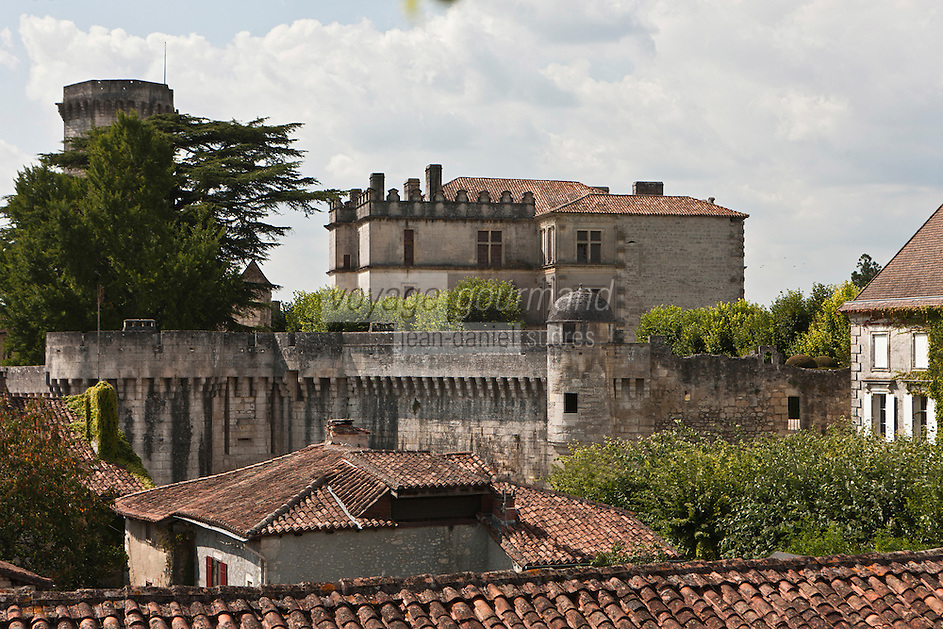Europe/France/Aquitaine/24/Dordogne/Bourdeilles: Le Château  de Bourdeilles qui réunit en réalité deux châteaux:  le château de Bourdeilles, médiéval XIIIe siècle, et le  le Château dit Pavillon Renaissance, XVe siècle,