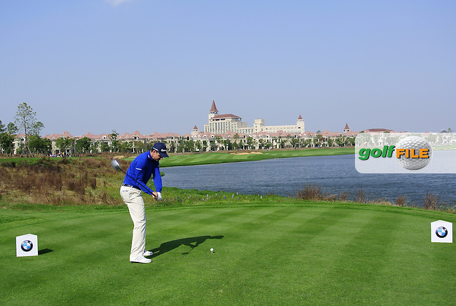 Justin Rose (ENG) tees off the 9th tee during Sunday's Final Round of the 2014 BMW Masters held at Lake Malaren, Shanghai, China. 2nd November 2014.<br /> Picture: Eoin Clarke www.golffile.ie