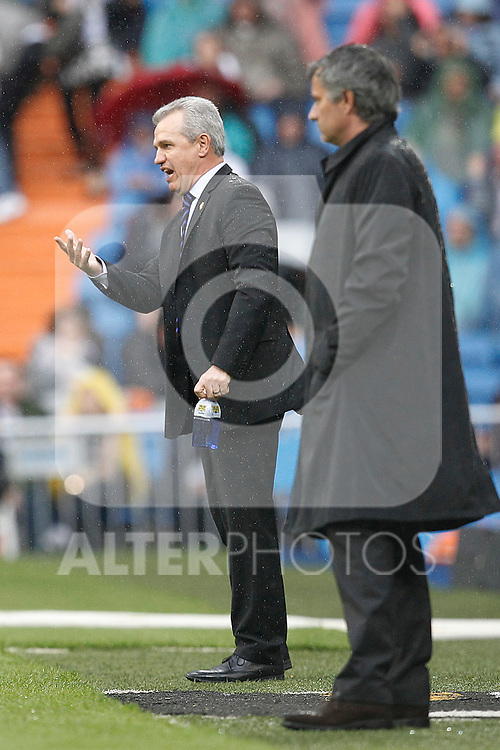 Real Madrid's Jose Mourino and Zaragoza's coach Javier Aguirre during Spanish League match on April 30, 2011...Photo: Cebolla Cid-Fuentes / ALFAQUI