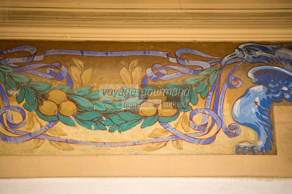 Europe/France/06/Alpes-Maritimes/Menton: Fresque d'une maison de la vieille ville représentant des citrons de Menton