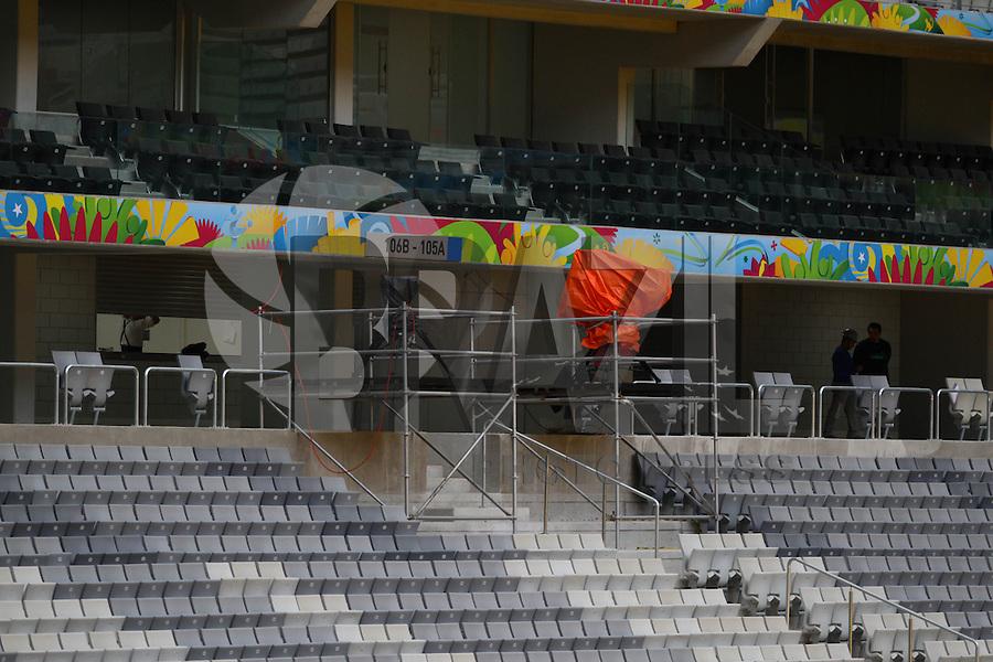 CURITIBA, PR, 05.06.2014 - TOUR DE EXPERIÊNCIA DOS ESTÁDIOS / CURITIBA -  Vista da arena da baixada na tarde desta quinta-feira (5),em Curitiba,durante o  Tour de experiência dos estádios organizado pelo Comitê Organizador Local (COL) da Copa do Mundo FIFA Brasil 2014. Jornalistas vivem a experiência que os torcedores e os próprios jornalistas terão no estádio preparado para Copa do Mundo FIFA, percorrendo todo o caminho dos torcedores e vivenciando situações comuns de jogo.  (Foto: Paulo Lisboa / Brazil Photo Press)