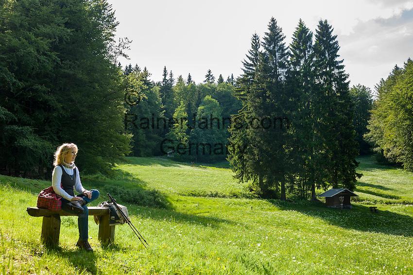 Germany, Thuringia, near Vesser (Suhl): hiking at biosphere reserve Vesser Valley   Deutschland, Thueringen, bei Vesser (Suhl): Wandern im Biosphaerenreservat Vessertal