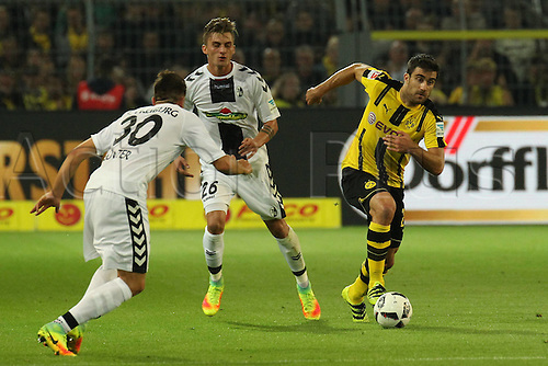 23.09.2016. Dortmund, Germany. German Bundesliga Football. Borussia Dortmund versus SC Freibrug.  Christian Guentner(SC Freiburg), Maximilian Philipp (SC Freiburg) challenge Sokratis Papastathopoul(BVB Borussia Dortmund)
