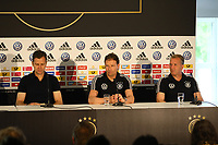 Teammanager der Nationalmannschaft Oliver Bierhoff (Deutschland Germany), Interims-Bundestrainer Marcus Sorg (Deutschland Germany), Torwarttrainer Andreas Koepke (Deutschland Germany) - 03.06.2019: Pressekonferenz der Deutschen Nationalmannschaft zur EM-Qualifikation in Venlo/NL