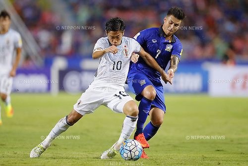 (L-R) Shinji Kagawa (JPN), Charyl Yannic Chappuis (THA), SEPTEMBER 6, 2016 - Football / Soccer : FIFA World Cup Russia 2018 Asian Qualifier Final Round Group B match between Thailand 0-2 Japan at Rajamangala National Stadium, Bangkok, Thailand. (Photo by Yusuke Nakanishi/AFLO SPORT)