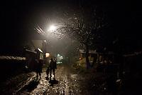 ROMANIA / Maramures / Valeni / 27 December / A street scene. © Davin Ellicson / Anzenberger