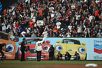 SAN FRANCISCO, CA - AUGUST 11:  Former San Francisco Giants player Barry Bonds takes his position in left field during the ceremony to retire his #25 jersey before the game between the Pittsburgh Pirates and San Francisco Giants at AT&T Park on Saturday, August 11, 2018 in San Francisco, California. (Photo by Brad Mangin)