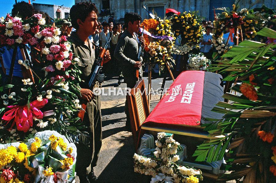 Soldados sandinistas mortos em combate. Leon. Nicarágua. 1981. Foto de Juca Martins.