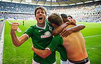 FUSSBALL   1. BUNDESLIGA   SAISON 2013/2014   6. SPIELTAG Hamburger SV - SV Werder Bremen                    21.09.2013 Torjubel nach dem 2:0: Clemens Fritz (li) und Nils Petersen (re, beide SV Werder Bremen)