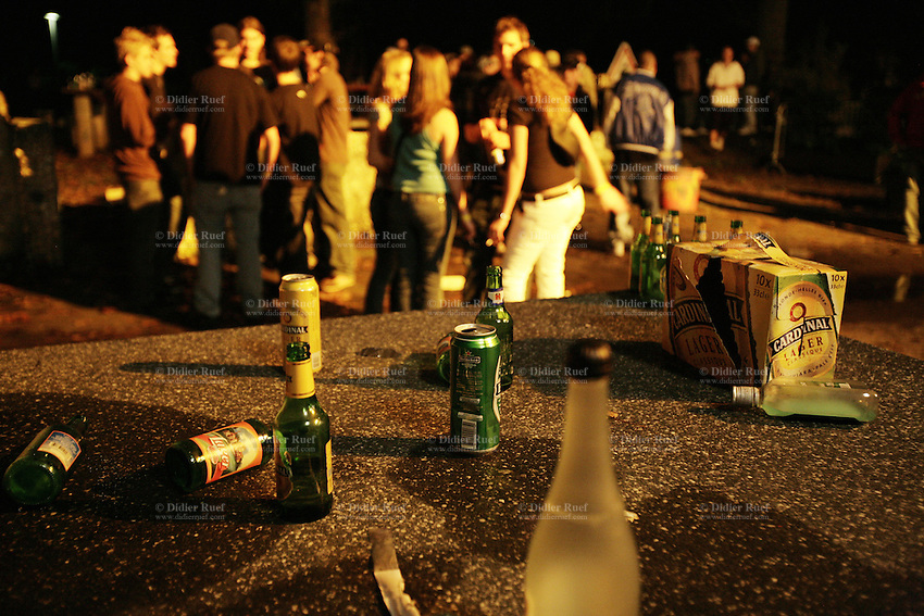 Switzerland. Canton Bern. Bern. The Gaskessel is a meeting place and a disco for young people. Empty bottles of Cardinal, Heineken and lager beers.  © 2006 Didier Ruef