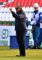 TUNJA-COLOMBIA, 21-09-2019: Jorge Luis Bernal, técnico de Atlético Huila, gesticula durante partido de la fecha 12 entre Patriotas Boyacá y Atlético Huila, por la Liga Águila II 2019, jugado en el estadio La Independencia de la ciudad de Tunja. / Jorge Luis Bernal, coach of Atlético Huila gestures during a match of the 12th date between Patriotas Boyaca and Atletico Huila, for the Aguila Leguaje II 2019 played at the La Independencia stadium in Tunja city. / Photo: VizzorImage / José Miguel Palencia / Cont.