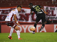 BUENOS AIRES - ARGENTINA - 24-02-2016: Mario Risso (Izq.) jugador de Huracan de Argentina disputa el balon con Marlos Moreno (Der.) jugador de Atletico Nacional de Colombia durante partido de la Primera Fecha del Grupo 4 por la Segunda Fase, entre Huracan y Atletico Nacional de la Copa Bridgestone Libertadores 2016 en el Estadio Tomas A Duco, de la ciudad de Buenos Aires. / Mario Risso (L) player of Huracan of Argentina vies for the ball with con Marlos Moreno (R) player Atletico Nacional of Colombia, during a match for the first date of the Group 4 for the second phase between Huracan and Atletico Nacional of Colombia for the Bridgestone Libertadores Cup 2016, in the Tomas A Duco, Stadium, in Buenos Aires city. Photo: JamMedia / Marcelo Frias / VizzorImage / Cont