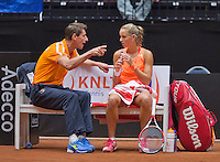 Netherlands, Den Bosch, April 18 2015 Maaspoort, Fedcup Netherlands-Australia,  Arantxa Rus (NED)  with captain Paul Haarhuis<br /> Photo: Tennisimages/Henk Koster