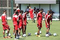 SÃO PAULO, SP, 27.11.2015 - FUTEBOL-SÃO PAULO -  Jogadores do São Paulo durante sessão de treinamento no Centro de Treinamento da Barra Funda na região oeste de São Paulo nesta sexta-feira, 27. (Foto: Marcos Moraes / Brazil Photo Press)