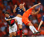 Wesley Sneijder jumps with Alan Hutton and Paul Hartley