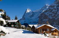 CHE, Schweiz, Kanton Bern, Berner Oberland, Muerren: Ortskern - ehemalige Walsersiedlung mit Eiger (3.970 m) und Moench (4.107 m) | CHE, Switzerland, Canton Bern, Bernese Oberland, Muerren: former Walser settlement - with Eiger and Moench