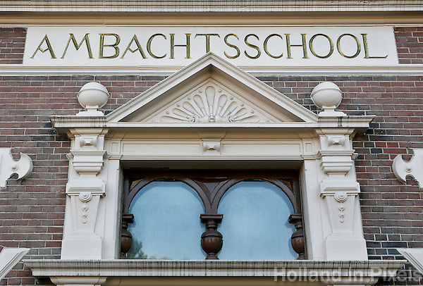 Leiden- Oud schoolgebouw in het centrum. De vroegere Ambachtsschool