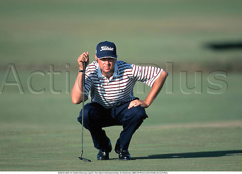 DAVIS LOVE III (USA) lines up a putt, The Open Championship, St Andrews, 000720 Photo:Glyn Kirk/Action Plus...2000.Golf.Putting.golfer golfers