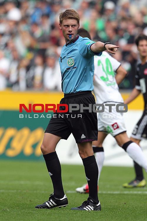 15.09.2012, Borussia Park, Moenchengladbach, GER, 1. FBL, Borussia Moenchengladbach vs 1. FC Nuernberg, im Bild<br /> Christian Dingert (Schiedsrichter)<br /> <br /> Foto &copy; nph / Mueller *** Local Caption ***