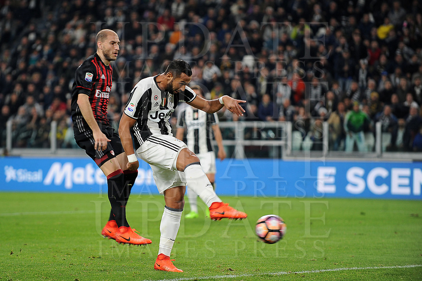 Calcio, Serie A: Juventus vs Milan. Torino, Juventus Stadium, 10 marzo 2017.<br /> Juventus' Mehdi Benatia, right, kicks to score past AC Milan's Gabriel Paletta during the Italian Serie A football match between Juventus and AC Milan at Turin's Juventus Stadium, at Turin's Juventus Stadium, 10 March 2017. <br /> UPDATE IMAGES PRESS/Manuela Viganti