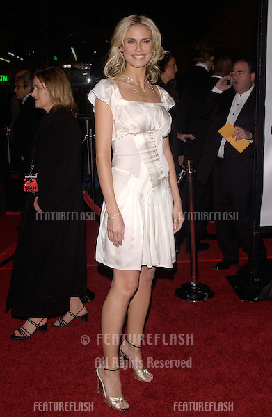 Dec 8, 2004; Los Angeles, CA: Supermodel HEIDI KLUM at the Hollywood premiere of Ocean's Twelve..