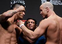 GOIÂNIA, GO, 29.05.2015 – UFC-GOIÂNIA – Francimar Bodão e Ryan Jimmo  durante pesagem para o UFC Goiânia  no Goiânia Arena em Goiânia na tarde desta sexta-feira, 29. (Foto: Ricardo Botelho / Brazil Photo Press)
