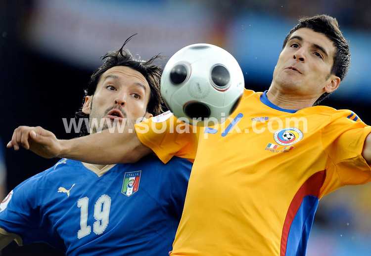 **ALL ROUND PICTURES FROM SOLARPIX.COM**.**SYNDICATION RIGHTS FOR UK AND SPAIN ONLY**.Euro 2008, European Championship 2008, Group C, Match 13, Italy - Romania, Letzigrund Stadium, Zurich, Switzerland. 13 June 2008..This pic: Gianluca Zambrotta and Daniel Niculae..JOB REF: 6645 CPR/Lohnes        DATE: 13_06_2008.**MUST CREDIT SOLARPIX.COM OR DOUBLE FEE WILL BE CHARGED* *UNDER NO CIRCUMSTANCES IS THIS IMAGE TO BE REPRODUCED FOR ANY ONLINE EDITION WITHOUT PRIOR PERMISSION*
