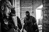 Das extrem nationalistische ukrainische Asow Bataillion. Oktober 2014 in Mariupol. Sie trainieren für einen möglichen Angriff von prorussischen Rebellen.... / Far right batallion Azov in Mariupol, October 2014, they train for the  attack of the prorussion rebels.