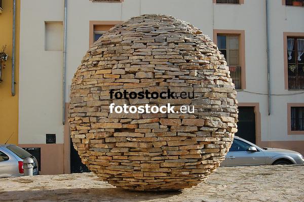"""Sculpture """"without title"""" (1999, stone of Binissalem) by Manolo Paz (1957, Pontevedra) Calle de la Pólvora, Puig de Sant Pere<br /> <br /> Escultura """"sin título"""" (1999, piedra de Binissalem) de Manolo Paz (1957, Pontevedra) Calle de la Pólvora, Puig de Sant Pere<br /> <br /> Skulptur """"ohne Titel"""" (1999, Stein aus Binissalem) von Manolo Paz (1957, Pontevedra) Straße """"Calle de la Pólvora"""", Puig de Sant Pere<br /> <br /> 3008 x 2000 px"""
