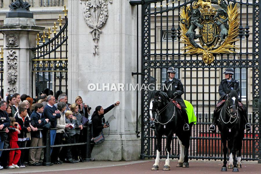 Guarda no Palácio de Buckingham. Londres. Inglaterra. 2008. Foto de Juca Martins.