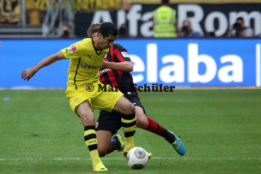 Henrikh Mkhitaryan (BvB) gegen Bastian Oczipka (Eintracht) - Eintracht Frankfurt vs. Borussia Dortmund