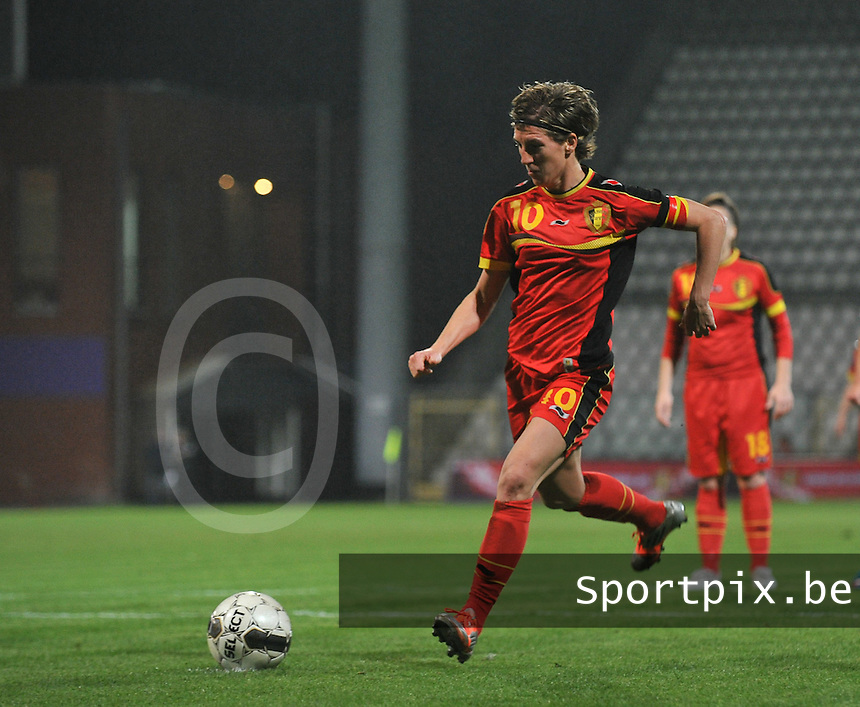 20131031 - ANTWERPEN , BELGIUM : Belgian Aline Zeler (10) pictured taking her penaltykick for a 1-1 during the female soccer match between Belgium and Portugal , on the fourth matchday in group 5 of the UEFA qualifying round to the FIFA Women World Cup in Canada 2015 at Het Kiel stadium , Antwerp . Thursday 31st October 2013. PHOTO DAVID CATRY