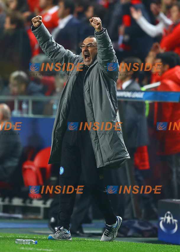 Napoli manager Maurizio Sarri celebrates at full time during the UEFA Champions League Group B match between Benfica and Napoli played at Estadio da Luz, Lisbon, Portugal on 6th December 2016 / Football - UEFA Champions League 2016/17 Group Stage Group B<br /> Esultanza <br /> Foto imago/BPI/Insidefoto