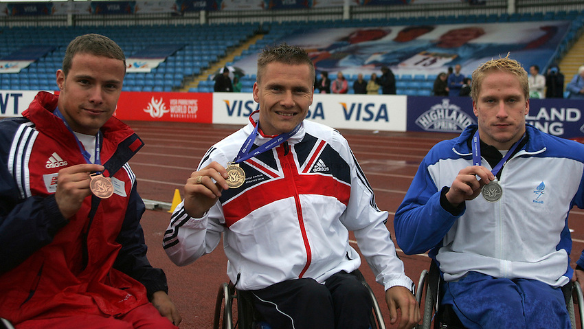 Photo: Paul Thomas..VISA Paralympic World Cup 2007. Athletics. 13/05/2007. .(lt to rt) Kenny Van Weeghel of Netherlands, David Weir of Great Britain and Leo-Pekka Tahti of Finland with their medals in the men's T54 200m.